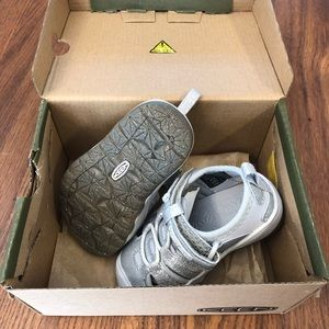 Brand new KEEN toddler size 5